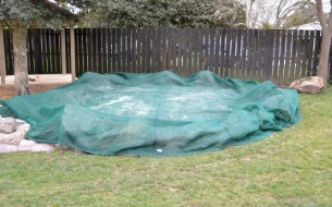 Sandpit cover with chain